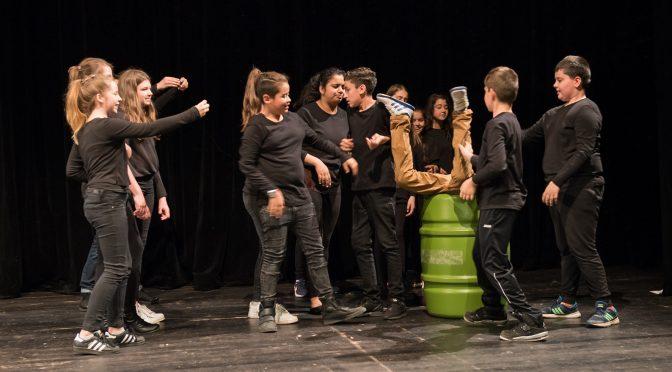 """Tosender Applaus für """"Unendliches Glück"""" im Thalia Theater in der Gaußstraße"""